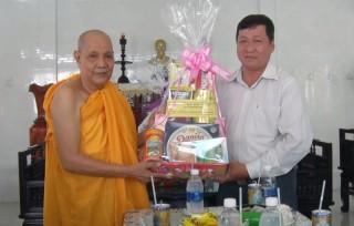 Lãnh đạo TP. Bến Tre thăm tổ chức tôn giáo, cơ sở thờ tự Phật giáo