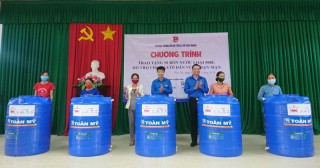 Hoạt động hỗ trợ người dân Bến Tre phòng chống hạn mặn