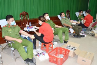 Công an Bến Tre hiến máu tình nguyện đợt 2