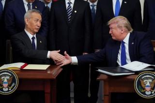 Thỏa thuận Trung Quốc mua thêm 200 tỉ USD hàng hóa Mỹ gặp hạn vì COVID-19
