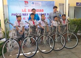 Bàn giao phòng vi tính cho Trường Tiểu học Tam Phước