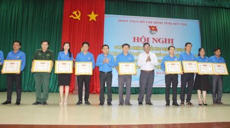 52 cá nhân nhận Kỷ niệm chương Vì thế hệ trẻ
