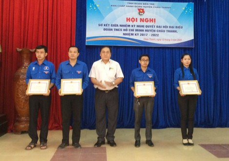 Khen thưởng 10 tập thể, cá nhân có thành tích tốt trong công tác Đoàn