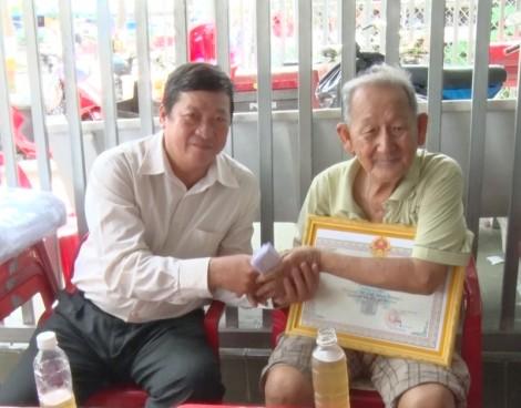 Các địa phương thăm và chúc thọ người cao tuổi