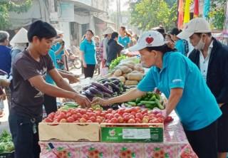 """Hội Liên hiệp Phụ nữ xã Phú Đức tổ chức phiên chợ """"Bách hóa 0 đồng"""" lần 3"""