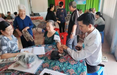 Tăng cường công tác chăm sóc sức khỏe người cao tuổi