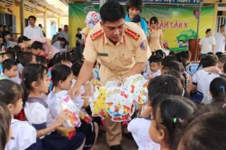 Những hành vi bị nghiêm cấm đối với trẻ em
