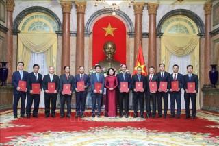 Phó Chủ tịch nước Đặng Thị Ngọc Thịnh trao quyết định bổ nhiệm 12 đại sứ nhiệm kỳ 2020-2023