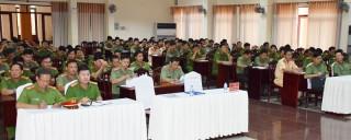 Khai giảng lớp tập huấn điều lệnh Công an nhân dân