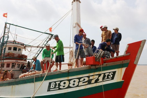 Phạt 800 triệu đồng đối với 1 tàu cá khai thác thủy sản tại vùng biển nước ngoài