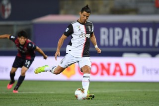 Ronaldo giúp Juventus giành trọn 3 điểm dù thi đấu thiếu người