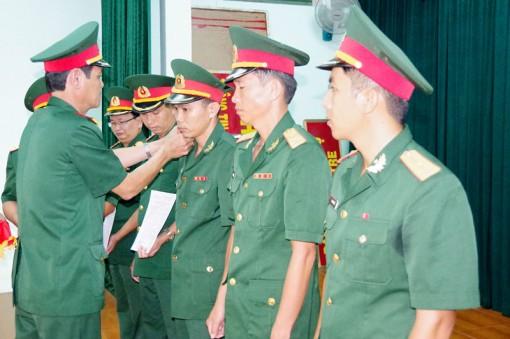 Nâng lương, thăng quân hàm cho quân nhân chuyên nghiệp