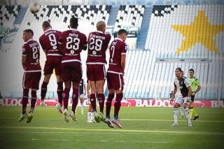 Ronaldo lần đầu sút phạt thành bàn ở Serie A, Juventus bứt tốc trước Lazio