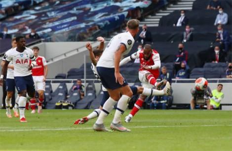 Pháo thủ thêm một lần chết vì hàng thủ, Hủy diệt Everton, Wolves chỉ còn kém M.U 3 điểm