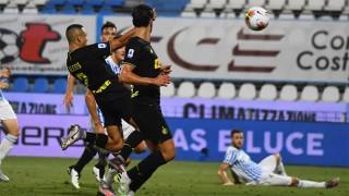 Sanchez tỏa sáng rực rỡ đưa Inter leo lên vị trí thứ 2