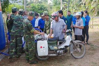 Thanh niên lực lượng vũ trang tỉnh tham gia xây dựng nông thôn mới