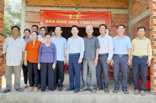 Phó chủ tịch UBND tỉnh dự lễ bàn giao nhà tại Thạnh Phú