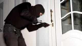 Trộm cắp tài sản, bị phạt tù 2 năm
