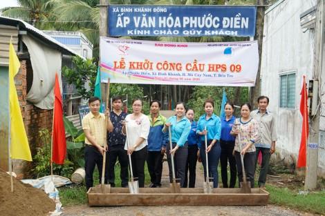 Khởi công xây cầu tại Mỏ Cày Nam do Hội từ thiện Hạt Phù Sa tài trợ