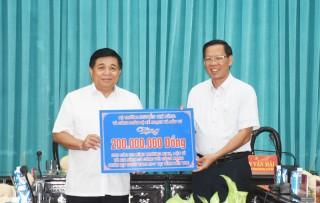 Bộ trưởng Kế hoạch và Đầu tư Nguyễn Chí Dũng làm việc tại tỉnh Bến Tre