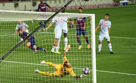 Messi lập siêu phẩm solo, Barca hẹn Bayern ở tứ kết