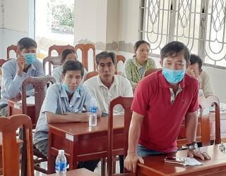 Lãnh đạo UBND huyện Bình Đại đối thoại với hộ dân