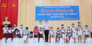 Trao học bổng Nhân Thiện cho học sinh, sinh viên huyện Thạnh Phú