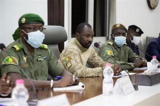 Mali: Lực lượng quân sự hoãn cuộc họp về chuyển giao quyền lực