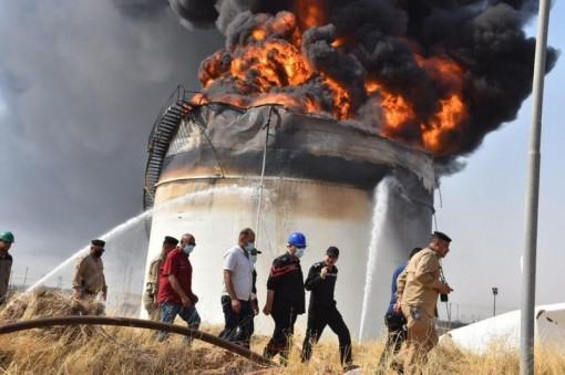 Bồn chứa 5 triệu lít dầu tại Iraq bị bốc cháy dữ dội