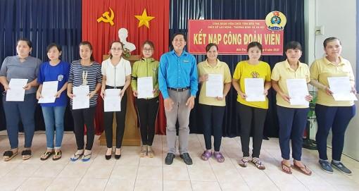 Kết nạp 19 công đoàn viên mới thuộc Công đoàn cơ sở Sở Lao động - Thương binh và Xã hội