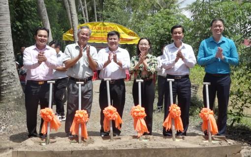 Chợ Lách tổ chức chương trình an sinh xã hội tại xã Phú Sơn