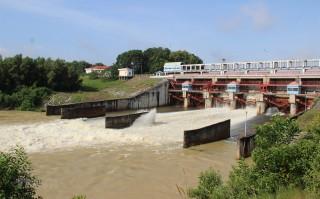 Đầu tư dẫn nước ngọt về phục vụ người dân