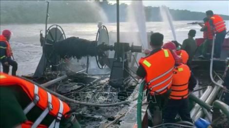 Cháy tàu cá tại Ba Tri, thiệt hại khoảng 1,2 tỉ đồng