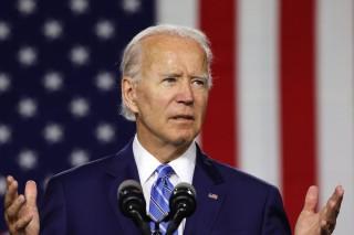 Joe Biden bác bỏ tuyên bố của Tổng thống Trump về việc sắp ra mắt vaccine Covid-19