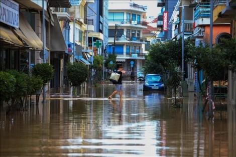Mưa bão gây thiệt hại nặng tại Pháp và Hy Lạp
