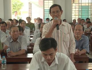 Bí thư Huyện ủy Giồng Trôm đối thoại nhân dân