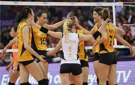Đội bóng chuyền nữ xuất sắc nhất thế giới xuất hiện 9 thành viên nhiễm COVID-19