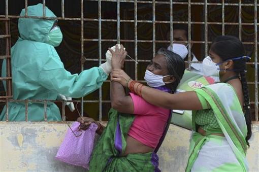 Thế giới vượt 32 triệu ca bệnh, làn sóng dịch mới bùng phát tại nhiều nước