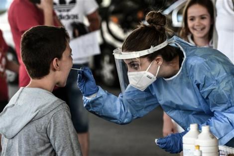 Thế giới gần 1 triệu ca tử vong; Anh ghi nhận ca mắc mới cao kỷ lục
