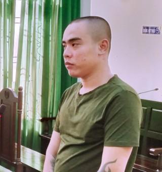 Trộm điện thoại di động, bị phạt 1 năm tù giam