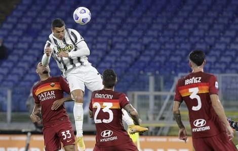 Ronaldo lập cú đúp giúp Juventus thoát thua Roma