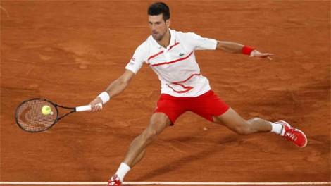 Djokovic thắng nhàn, Tsitsipas thoát hiểm ở vòng một Roland Garros 2020